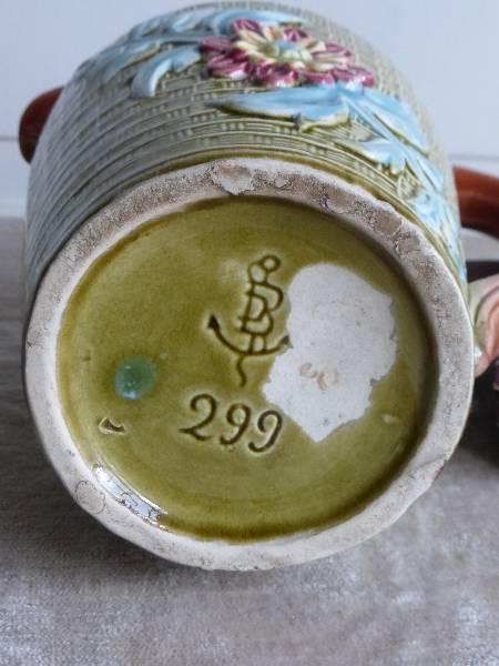 No - 145 -  Pichet en barbotine de Fives - Lille modèle No 299 ., Barbotines, Arts décoratifs | Puces Privées