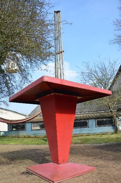 Table bistrot kub de Tolix années 50, Mobilier industriel, Mobilier | Puces Privées