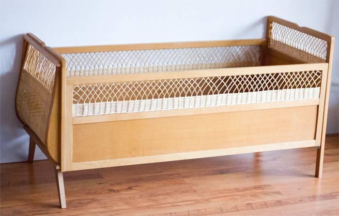 Lit bébé bois et rotin tressé, Rotin, Mobilier | Puces Privées