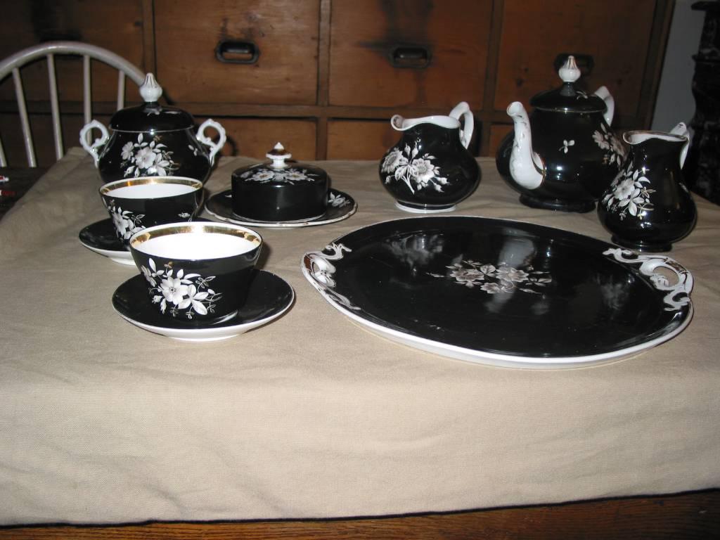 Tête à tête porcelaine noire décors floraux rehaussés à l