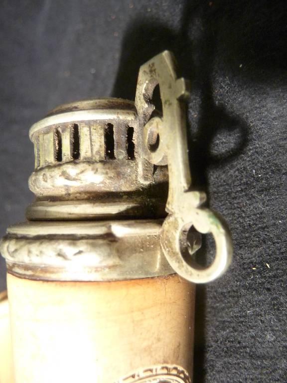 Pipe en écume de mer19ème monogrammée , étui en cuir Weiss.. à Budapest, Objets du fumeur, Collections | Puces Privées