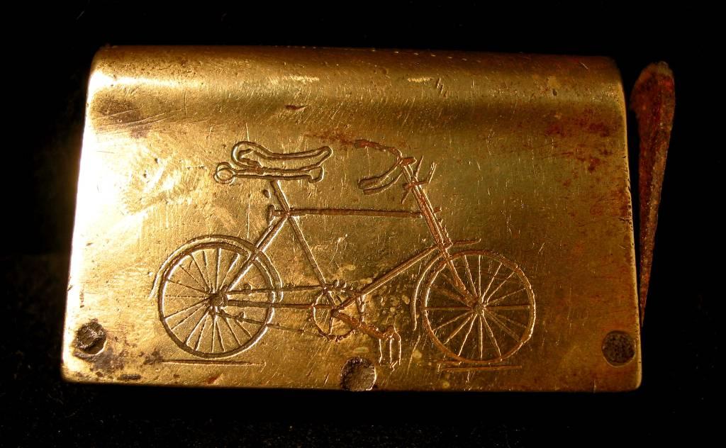 Pyrogène art populaire fer et laiton fin XIXème gravé: vélo et signature, Objets du fumeur, Collections | Puces Privées