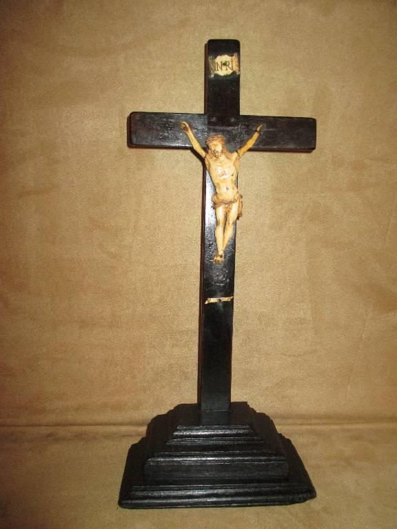 ancien christ sculpté sur croix en bois art populaire crussifix XVIII ème, Objets de culte, Art religieux | Puces Privées