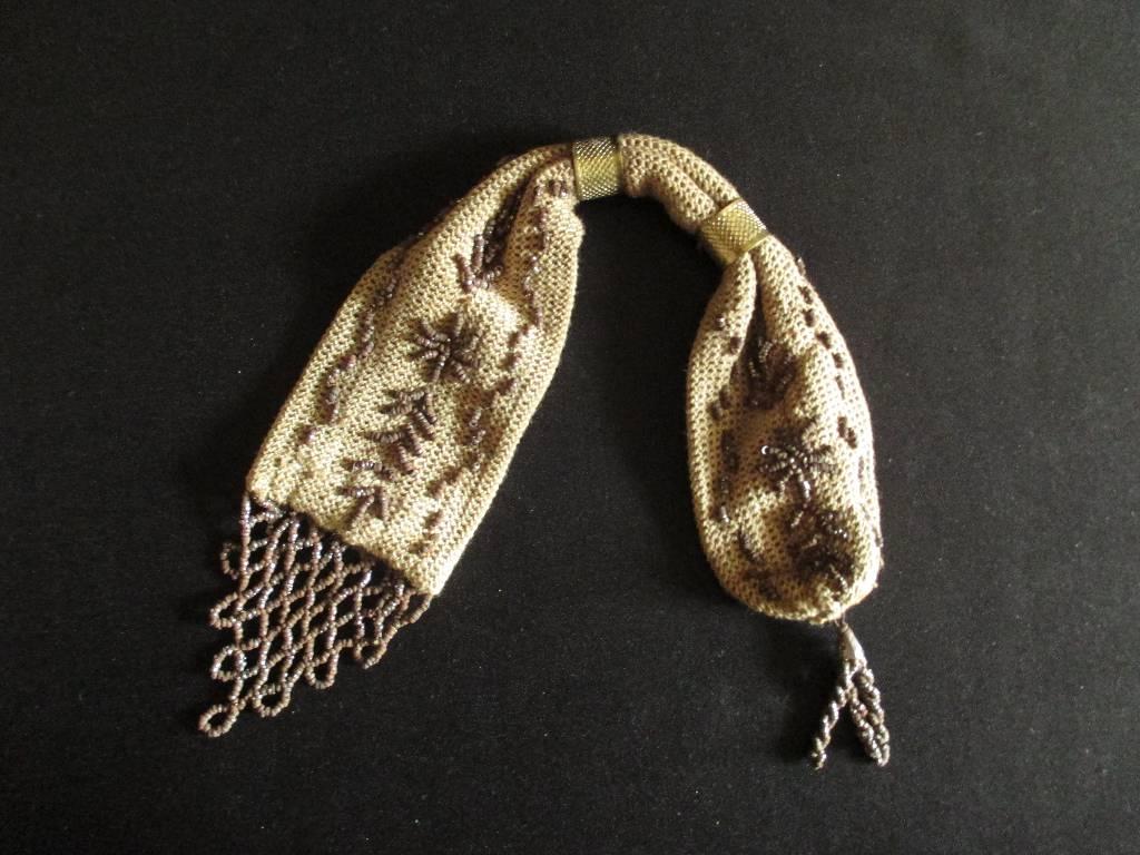 ancienne bourse aumônière en tissu et perle d'acier XIX ème, Accessoires, Vêtements et accessoires | Puces Privées