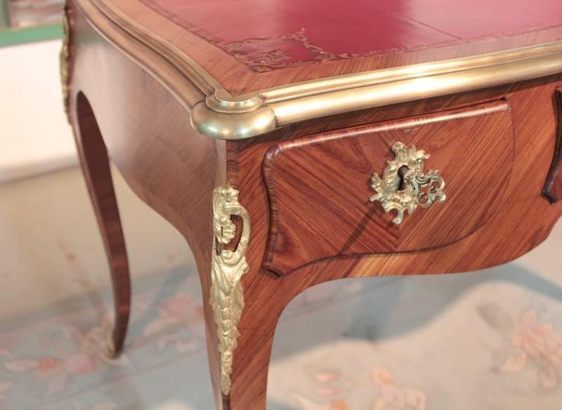 Bureau plat de Style Louis XV en Bois de Rose   Puces Privées