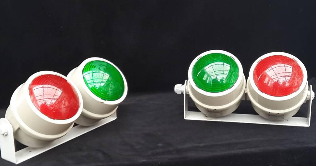 Deux paires de spots vert et rouge 70s, Atelier, Luminaires | Puces Privées