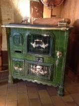 Cuisinière en carreaux de faïence verte, Meubles de métier, Mobilier | Puces Privées