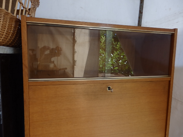 Secrétaire vintage des années 50/60 avec une vitrine   Puces Privées