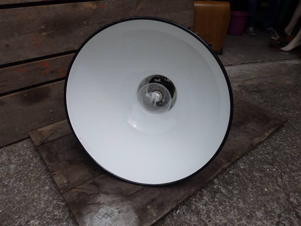 Lampe industrielle d'atelier MAZDA noire émaillée | Puces Privées