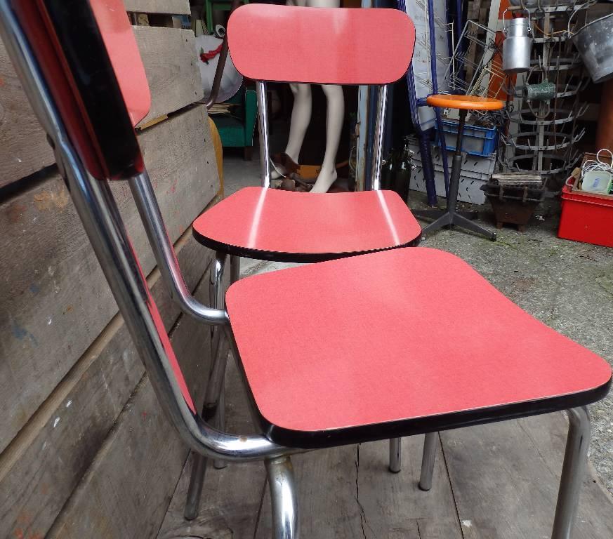 Chaise en formica rose | Puces Privées