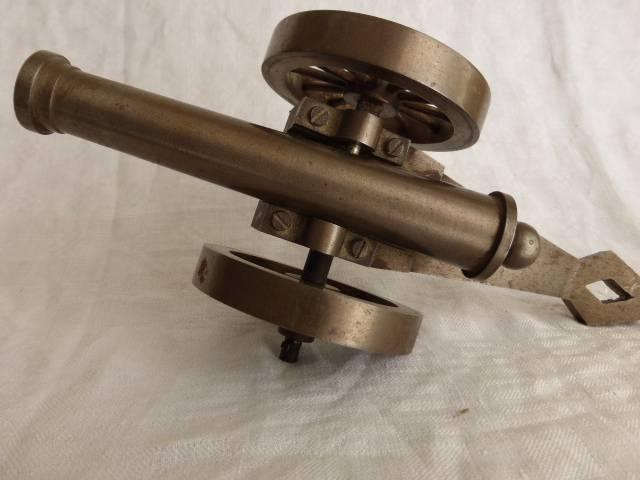 No - 199 -  Canon d'artillerie en acier objet de maîtrise . | Puces Privées