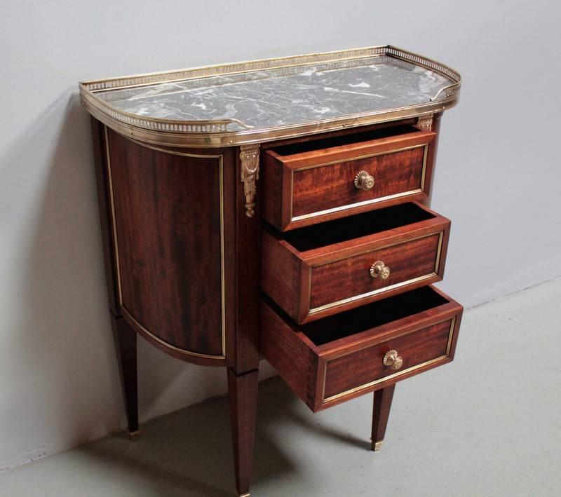 Commode de style Louis XVI en Acajou XXeme | Puces Privées