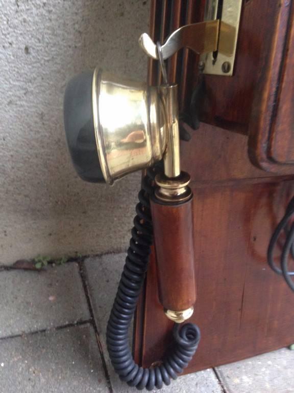 Telephone ancien en bois et laiton | Puces Privées