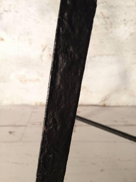 Petit guéridon en métal noir | Puces Privées