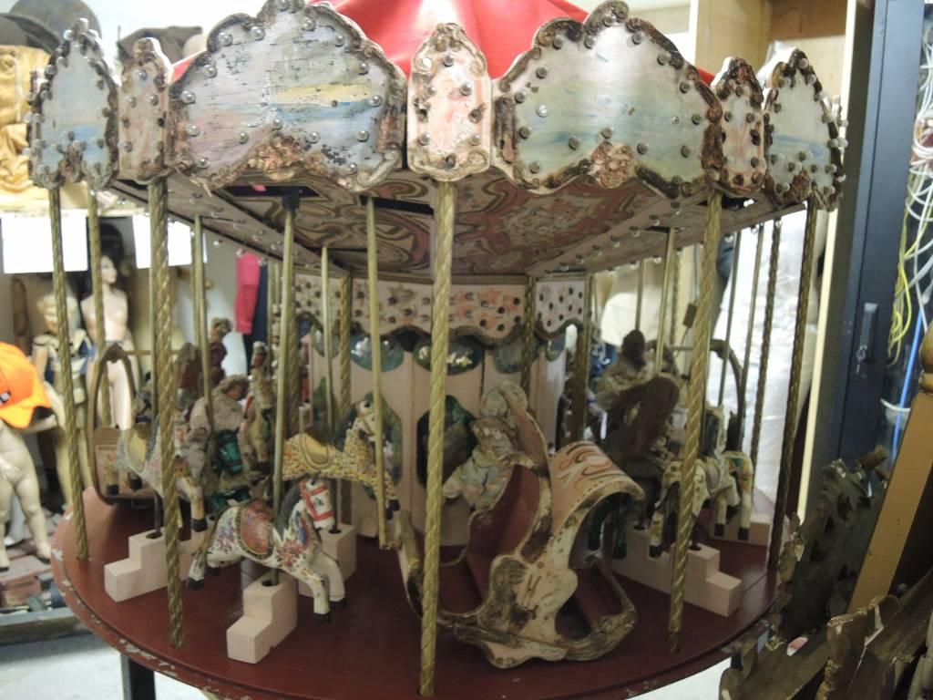 Carrousel Forain Artisanal du XIXème | Puces Privées