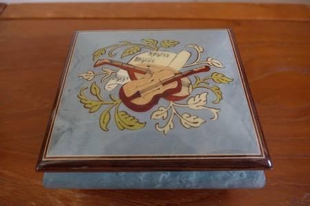 Lot de boîtes à musiques originales | Puces Privées