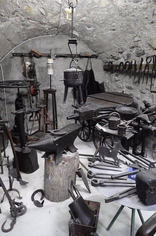 Métier d'Autrefois : Le Forgeron | Puces Privées