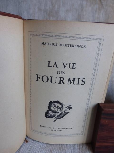 228  La vie des abeilles - La vie des fourmis - La vie des termites -  par Maurice Maeterlinck  3 volumes - 1943 . | Puces Privées