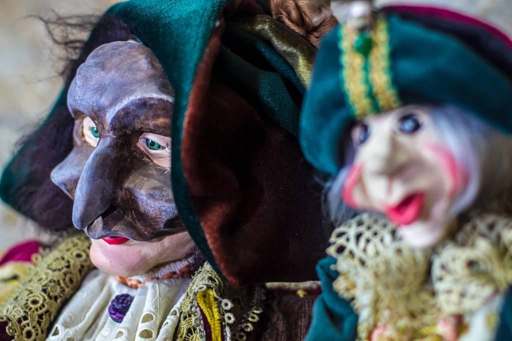 L'homme aux masques vénitiens   Puces Privées