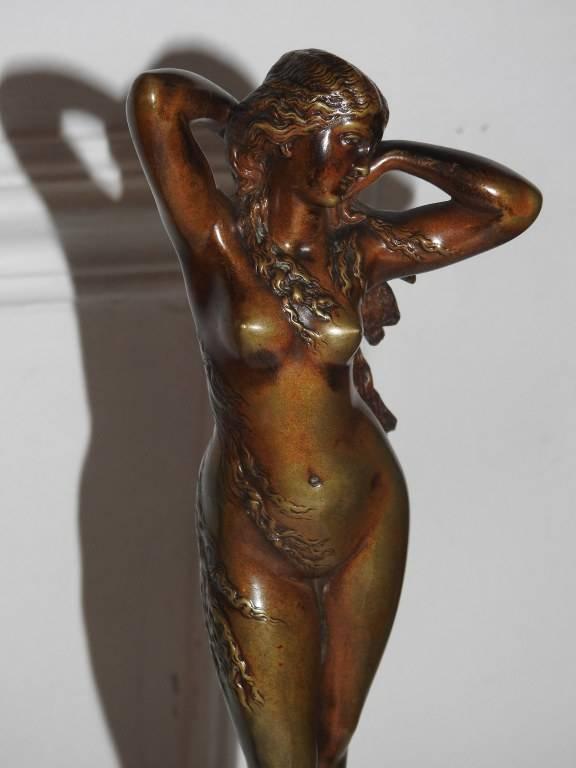 Bronze d'édition à patine Brune :