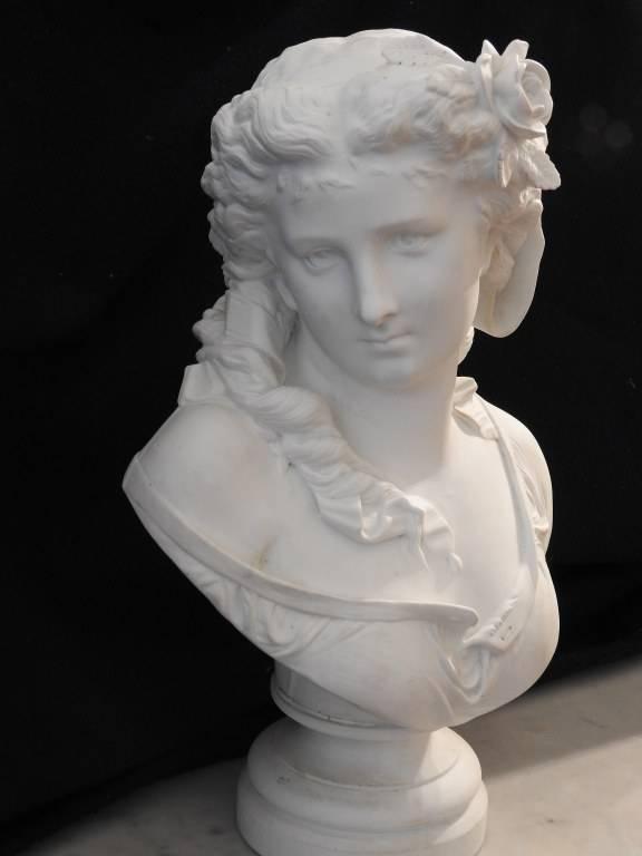 Buste de jeune femme signé CARRIER BELLEUSE (1824-1887): biscuit | Puces Privées