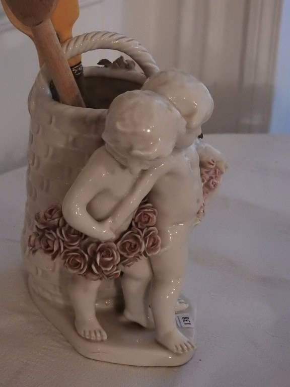 Groupe en porcelaine   Puces Privées