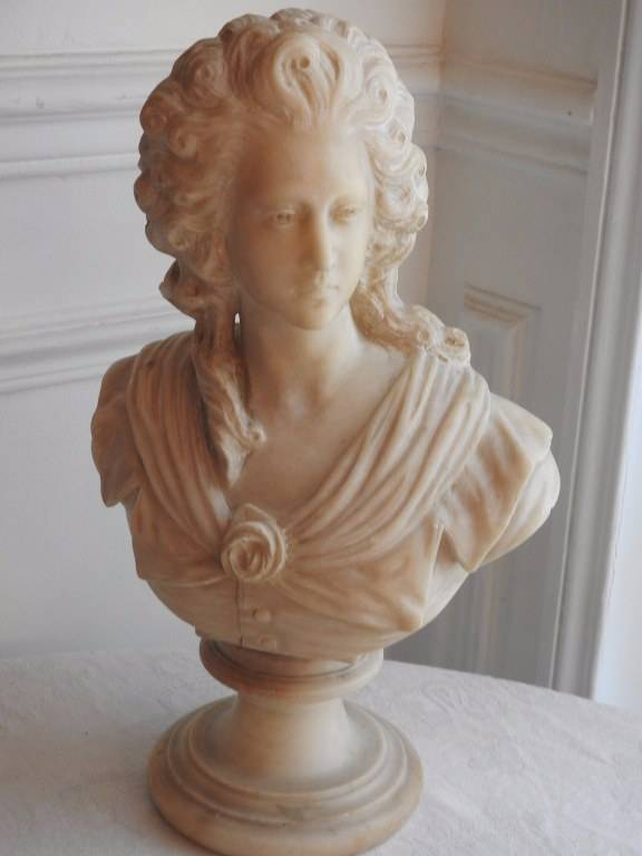 Buste de femme en albâtre XIX eme.   Puces Privées