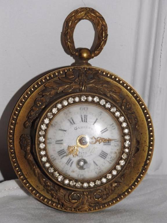 Petite pendulette d'applique en bronze XIX éme | Puces Privées