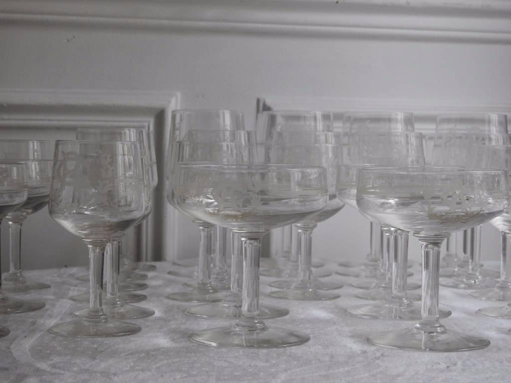 Un lot de 38 verres en cristal Saint Lambert. | Puces Privées
