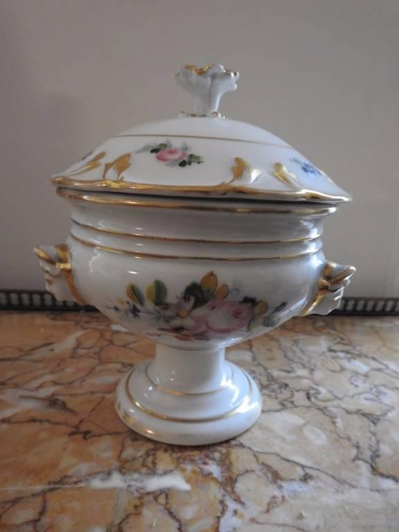 Pot de confiserie en porcelaine de Paris   Puces Privées