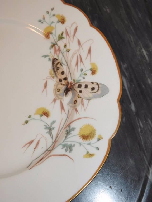 Suite de sept assiettes en porcelaine de Paris   Puces Privées