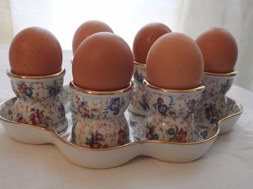 Service à oeufs en porcelaine | Puces Privées