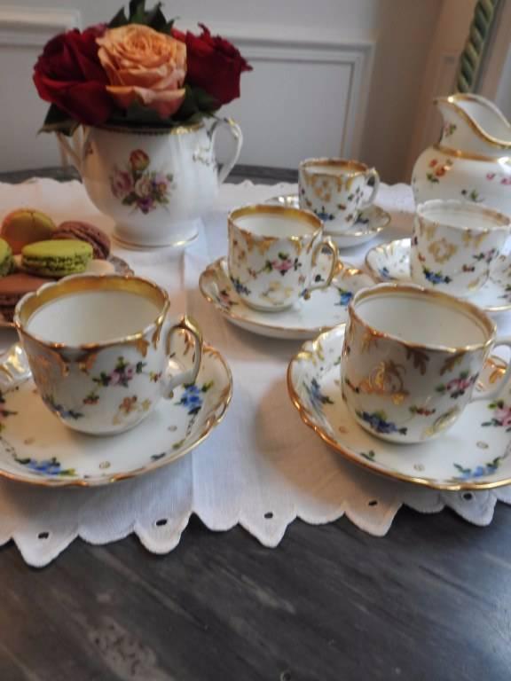 Tasses et sous-tasses en porcelaine de Paris XIX siècle | Puces Privées