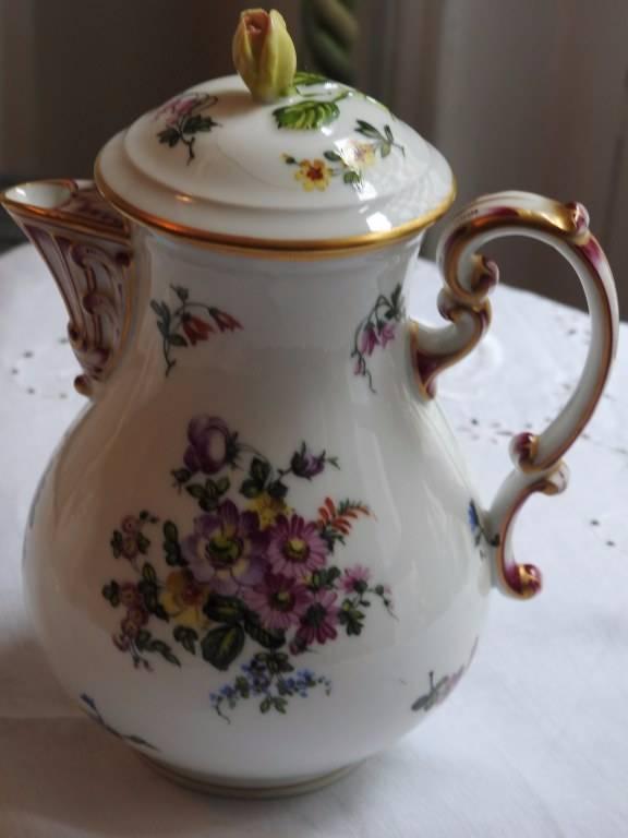 Petit vase couvert en PORCELAINE DE SAXE   Puces Privées