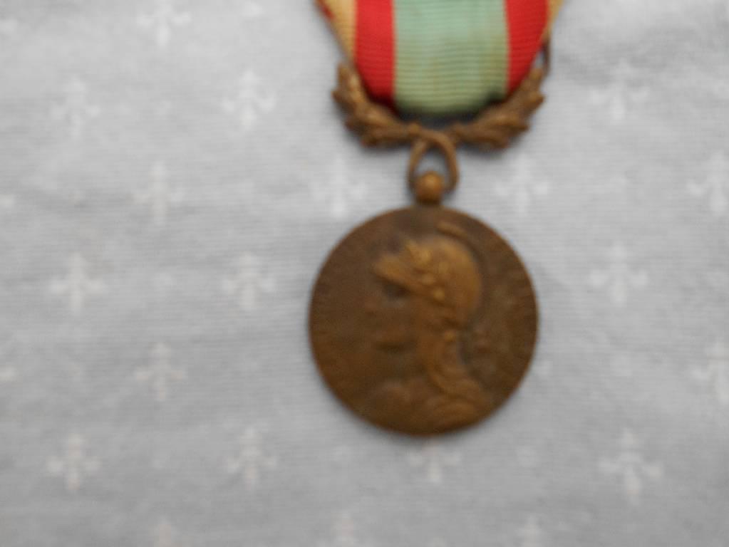 medaille francaise  des ancien combatant de l algerie | Puces Privées