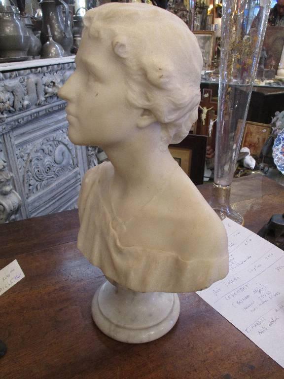 Buste en marbre blanc signé Emilio MARSILI | Puces Privées