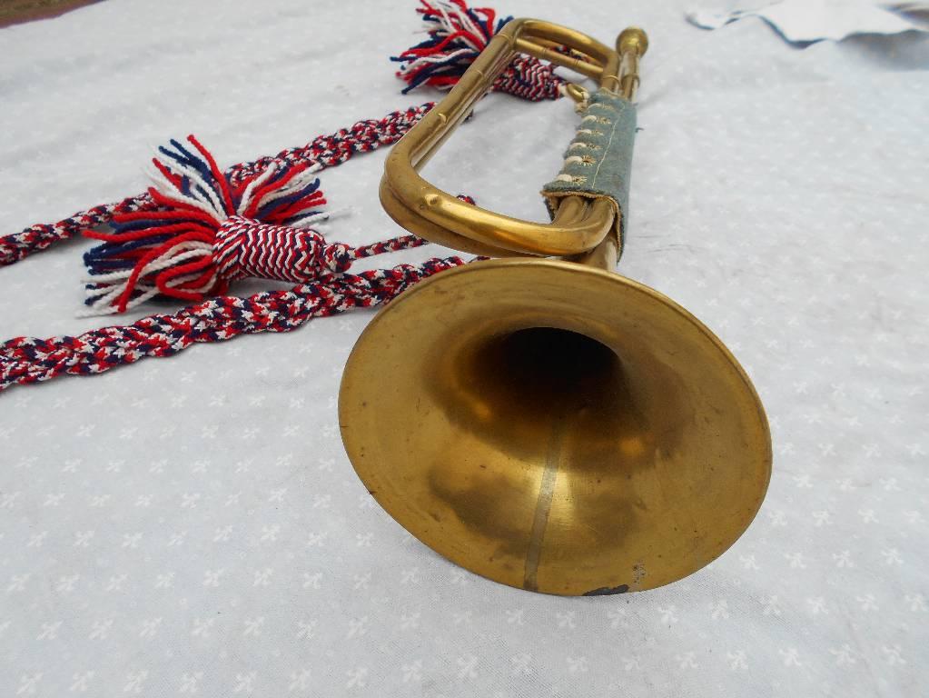 trompette de cavalerie francaise et son cordon | Puces Privées