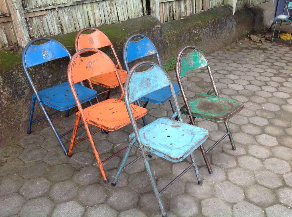 Chaises pliantes fer dos arrondi | Puces Privées