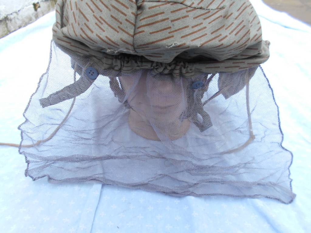 casque allemand ddr et son couvre casque de camouflage | Puces Privées