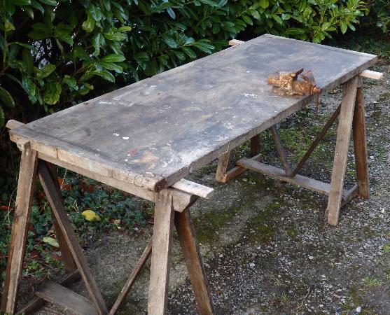 Vieil établi en bois avec étau sur anciens tréteaux, Meubles de métier, Mobilier | Puces Privées