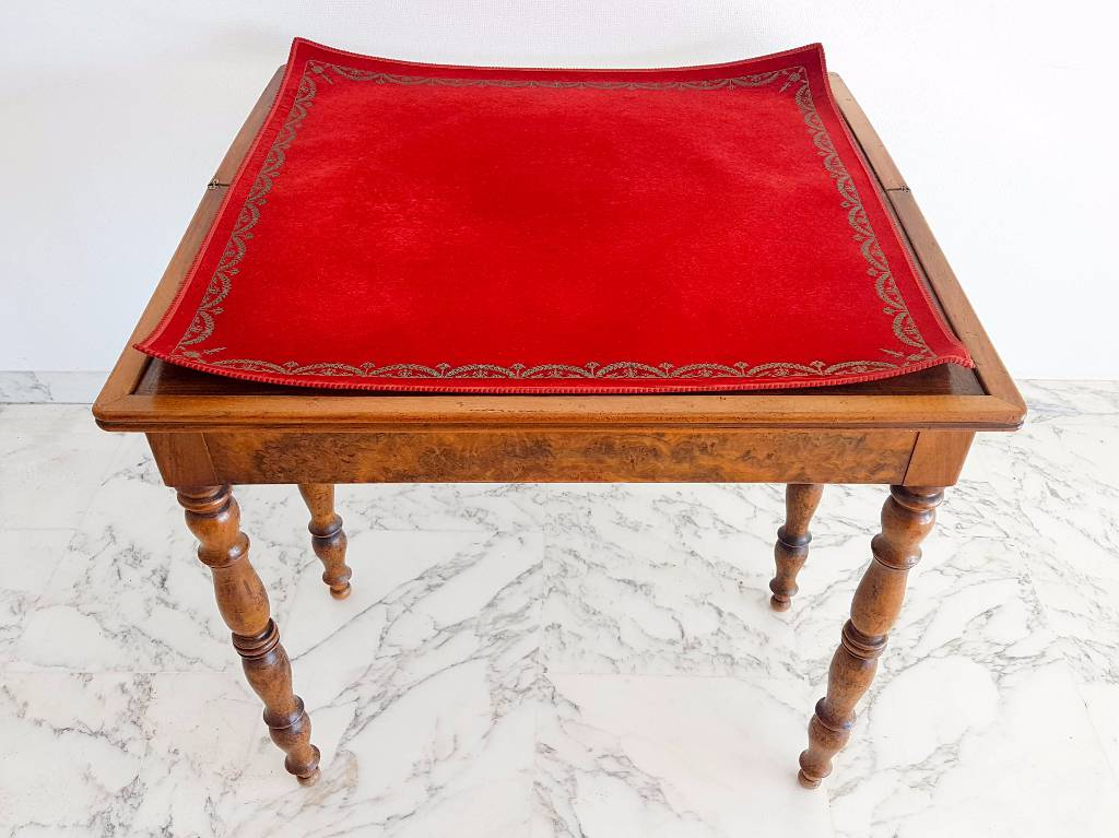 Table de  jeu cartes Louis Philippe loupe de noyer   Puces Privées