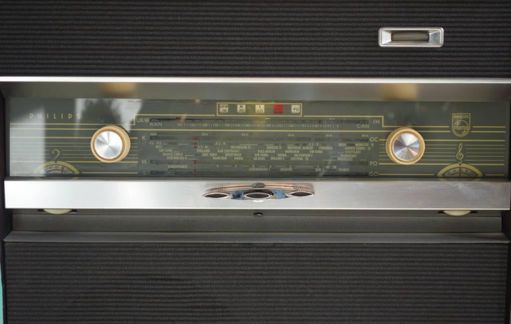 Meuble radio philips revisité par Meubles Métis | Puces Privées